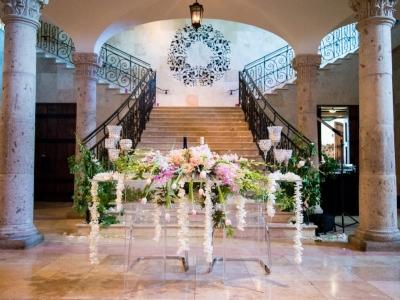 REAL WEDDING: Trending Acrylic Decor